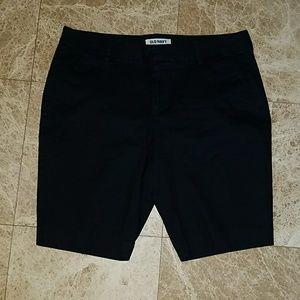 Old Navy black dress bermuda shorts 8